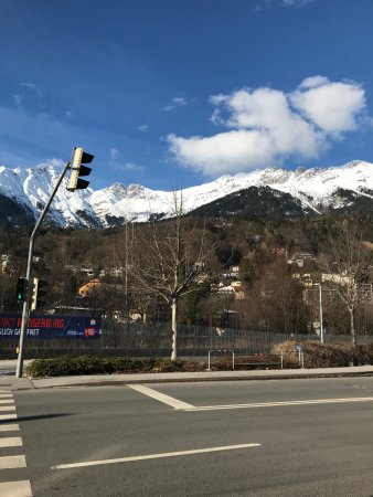 Austria Trend Hotel Congress Innsbruck : Vista desde la puerta del hotel