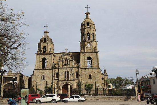 Muzquiz, Mexico: Parroquia de Santa Rosa de Lima vista desde la Plaza principal.