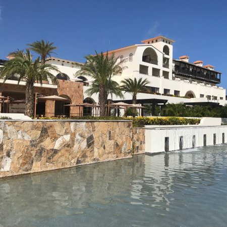 Beautiful resort, Food mediocre