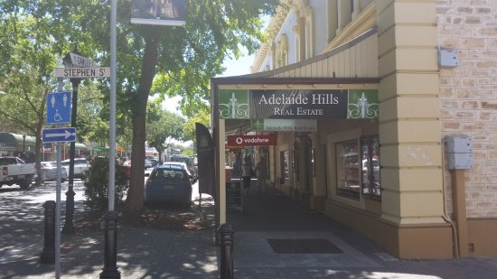 Gawler Street Cafe: Historic Gawler Street in Mt Baker, Adelaide Hills