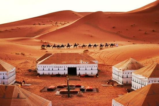 Merzouga, Marokko: luxury camp in desert