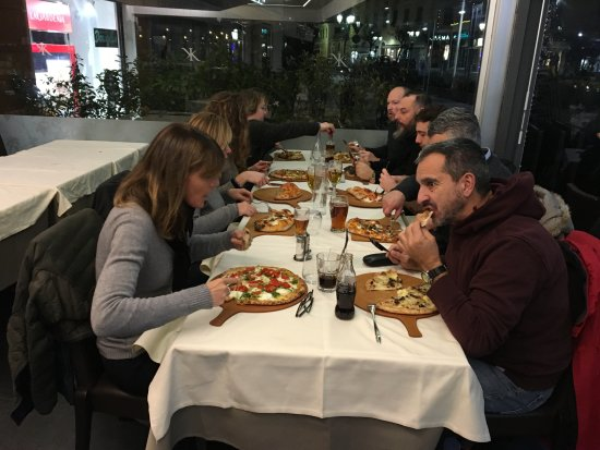 San Drino : Pizza Family in Italia with each having his favorite Pizza