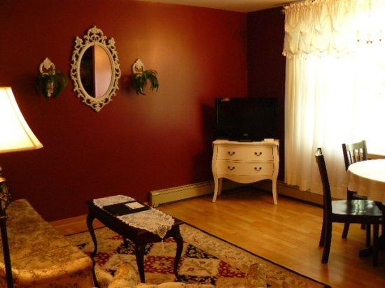 Victoria Inn: BrambleWood Living Room