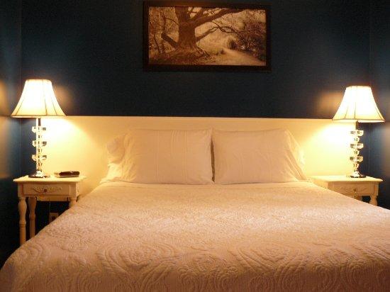 Victoria Inn: LindenLeigh Bedroom