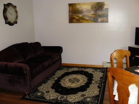 Victoria Inn: ParkView Living Room