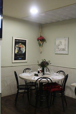 Sala Comedor mesa redonda - Picture of Restaurante Jumilla ...