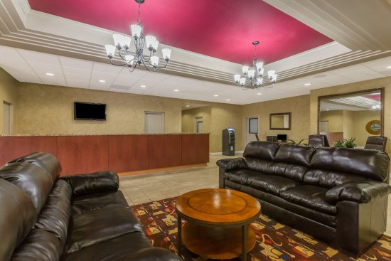 Ramada by Wyndham Lakeland: Lobby Area