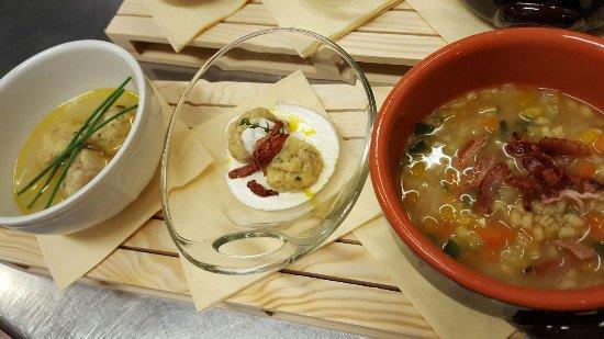 Portomaggiore, Itália: Canederli in brodo, asciutti con speck e zappetta d'orzo - serata Trentina