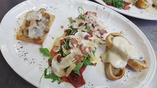 Portomaggiore, Italy: Tris di antipasti crostino/carpaccio/strudel- serata funghi e tartufi - 2017