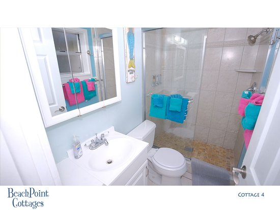 Beachpoint Cottages: Nicely fitted bath with a very large shower in Cottage 4.