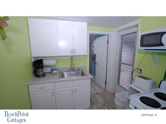 Beachpoint Cottages: All you need to cook snacks or meals. There's a complete kitchen in every cottage.