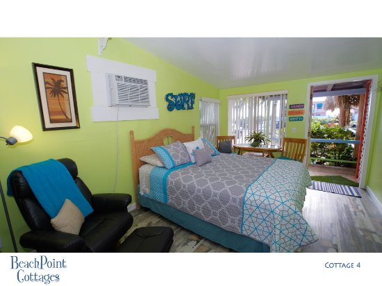 Beachpoint Cottages: Cottage 4 opens to the covered palapa that faces the beach.