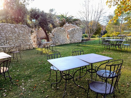 Sophia Antipolis, Frankrike: A quiet place to sit and read