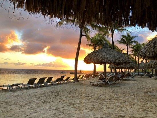 Renaissance Curacao Resort & Casino: Sun set on beach