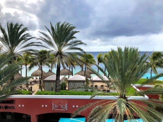 Renaissance Curacao Resort & Casino: Private hotel beach