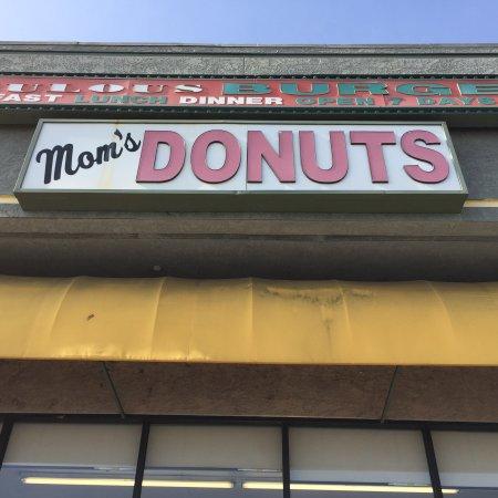 Hawthorne, CA: Front entrance