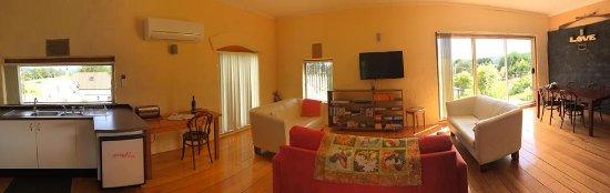 Cherry Top Accommodation: Eagle Park Villa
