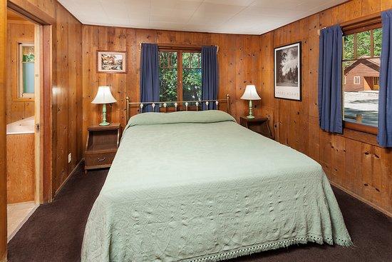 Idyllwild, CA: Cabin 4 (2 bedrooms) Bedroom w/ King