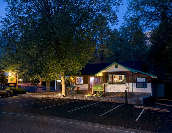 Idyllwild, CA: Office lit up at night
