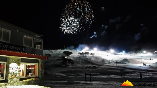 Perisher Valley, Austrália: Fireworks right in front of us