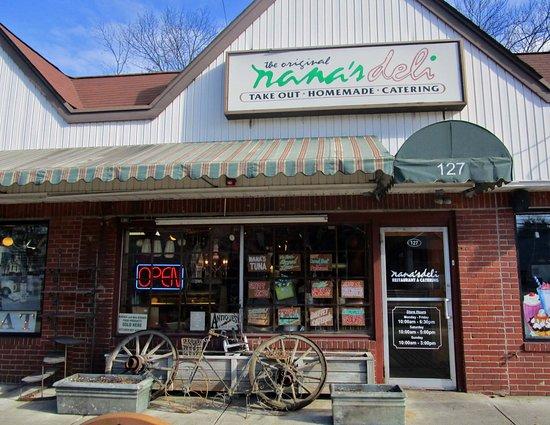Livingston, NJ: Nana's Deli