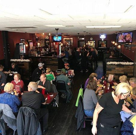 Litchfield, Миннесота: inside the tavern