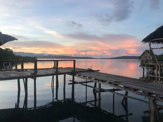 Marovo, Kepulauan Solomon: sunrise view from our cabin