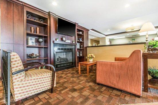 Lawrenceburg, IN: Lobby
