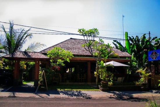Negara, Endonezya: View from the beach road @ Medewi Beach Inn