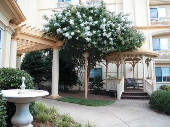 La Quinta Inn & Suites Raleigh Crabtree: Exterior