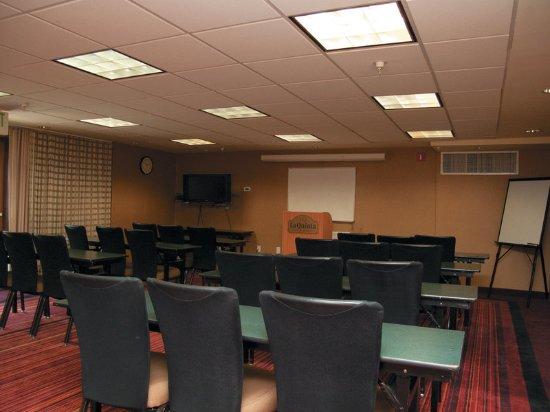 La Quinta Inn & Suites Raleigh Crabtree: Meeting room