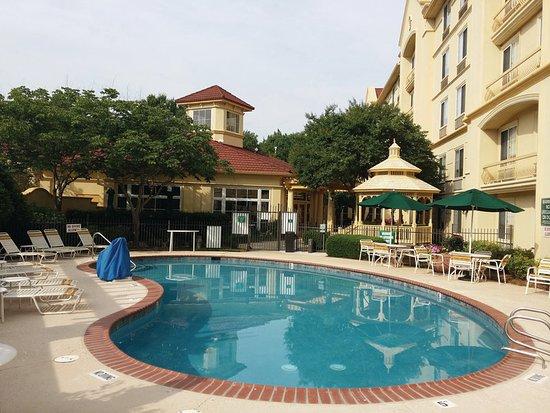 La Quinta Inn & Suites Raleigh Crabtree: Pool