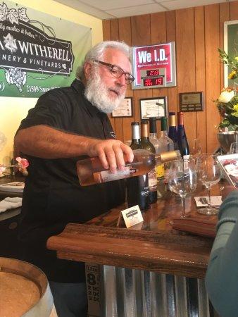 Brooksville, FL: Owner, Joe Sparacia hosting complimentary wine tasting
