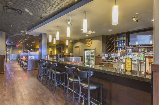 Quality Inn & Suites Hotel: Bar/Lounge
