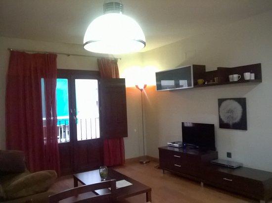 Soggiorno con divano letto - Picture of Apartamentos ...