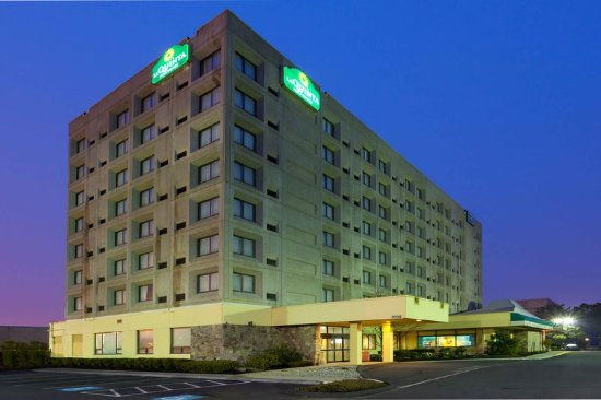 La Quinta Inn & Suites New Haven: Exterior