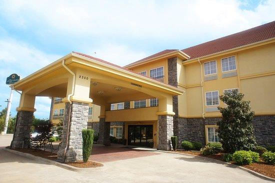 La Quinta Inn & Suites Conway: Exterior