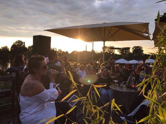 Kelsterbach, Germania: Live Musik kurz vor Sonnenuntergang