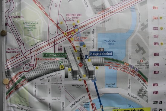 Map of the intersection of railway lines at Berlin Hauptbahnhof