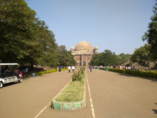 Gol Gumbaz from the entrance gate