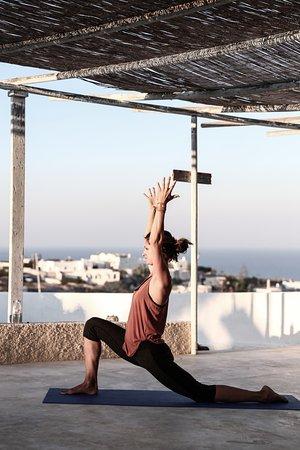 Karterádhos, Grecia: Practice at a Caveland yoga terrace