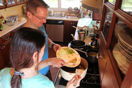 Nicole's Table: Mark and Julia got right to work.  Good job chefs!