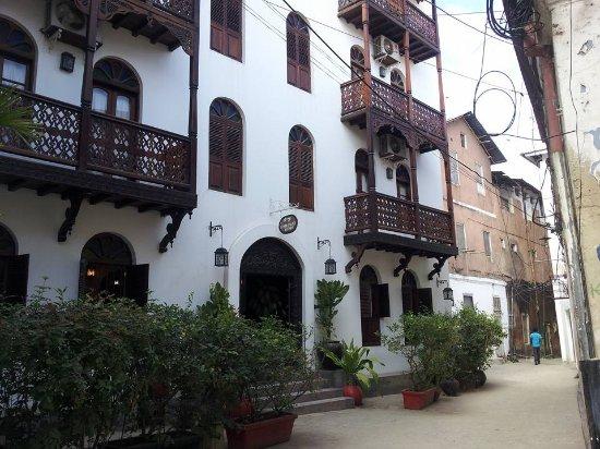 Asmini Palace Hotel: Front