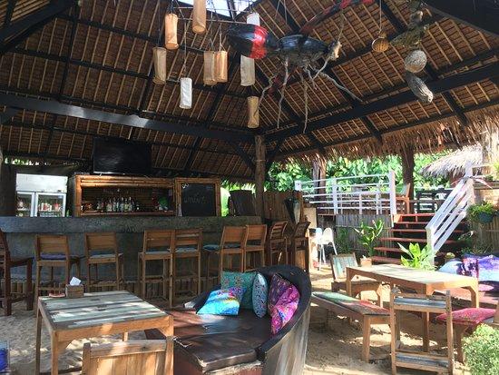 LaLaanta Hideaway Resort: Bar/restaurant.