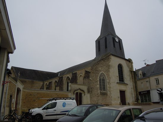 Doue-la-Fontaine, France: L'église