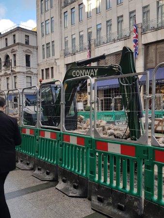 Bond Street: Widening the pavements