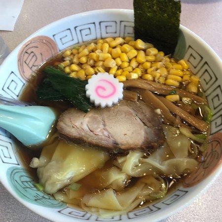 Toriyama: 支那そばワンタン麺コーン乗せ