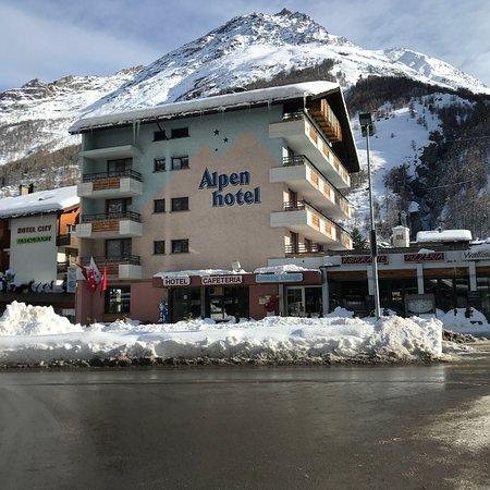 Swiss Budget Alpenhotel Täsch: photo0.jpg