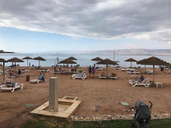 Grand Swiss-Belresort Tala Bay, Aqaba: много сломанных шезлонгов и не всем хватает