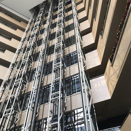 Jumeirah Emirates Towers: photo0.jpg